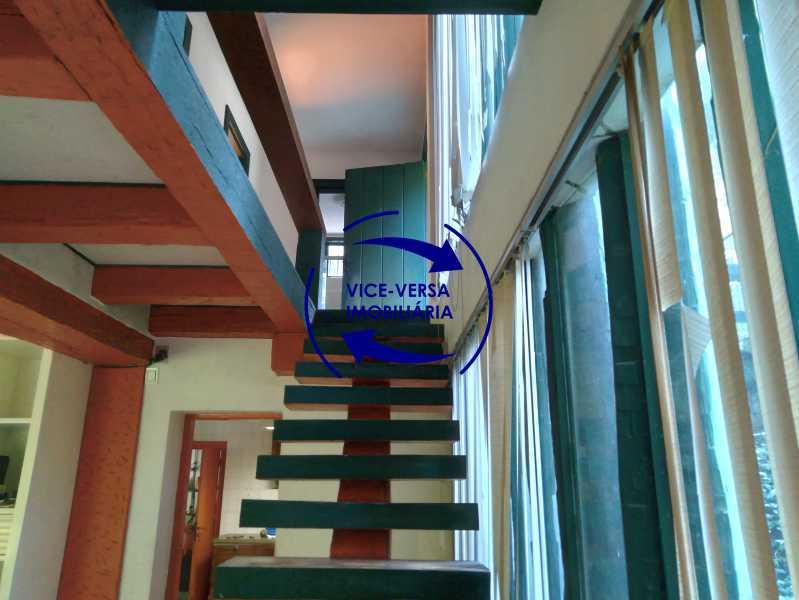 Escada - Ótima casa na parte nobre da Gávea em condomínio fechado no meio do verde com 308m² - 1377 - 13