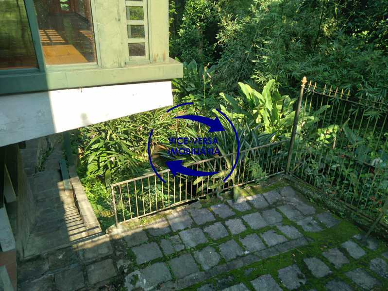 Circulação - Ótima casa na parte nobre da Gávea em condomínio fechado no meio do verde com 308m² - 1377 - 24