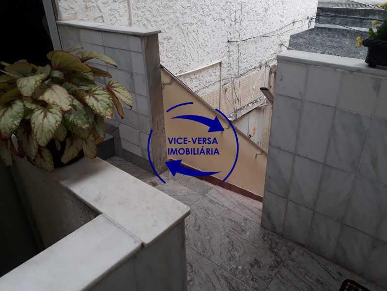 Hall entrada - Casa de vila bem reformada, junto À praça Afonso Pena. Composta de sala, 2 quartos, banheiro, copa-cozinha. 2º pavimento com terraço, lavanderia, dependências de empregada e 1 quarto de guardados. - 1378 - 5