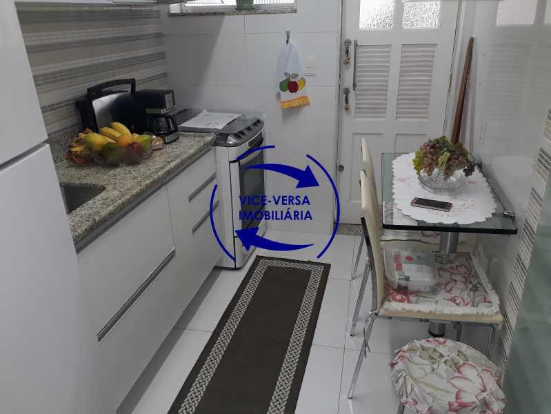 Cozinha - Casa de vila bem reformada, junto À praça Afonso Pena. Composta de sala, 2 quartos, banheiro, copa-cozinha. 2º pavimento com terraço, lavanderia, dependências de empregada e 1 quarto de guardados. - 1378 - 20