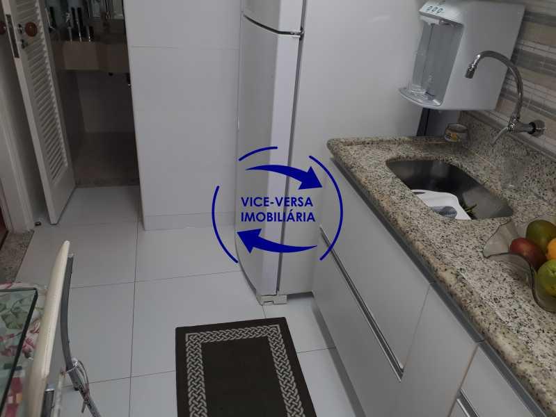 Cozinha - Casa de vila bem reformada, junto À praça Afonso Pena. Composta de sala, 2 quartos, banheiro, copa-cozinha. 2º pavimento com terraço, lavanderia, dependências de empregada e 1 quarto de guardados. - 1378 - 21