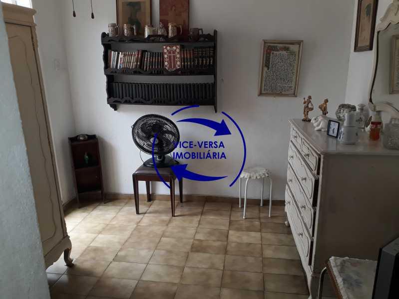 Dependências - Casa de vila bem reformada, junto À praça Afonso Pena. Composta de sala, 2 quartos, banheiro, copa-cozinha. 2º pavimento com terraço, lavanderia, dependências de empregada e 1 quarto de guardados. - 1378 - 29