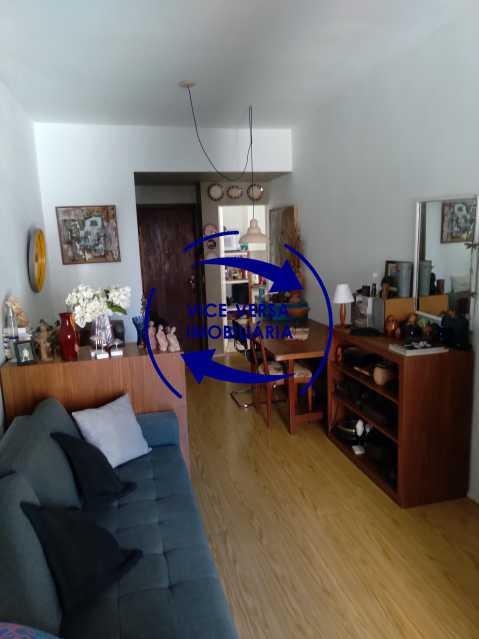 02-Sala - Excelente apartamento na Rua Ribeiro Guimarães -Tijuca, com 67m² em condomínio com ótima infraestrutura, situado a menos de 5 min andando do shopping Tijuca. Monitoramento por câmeras e portaria 24hs. - 1388 - 4
