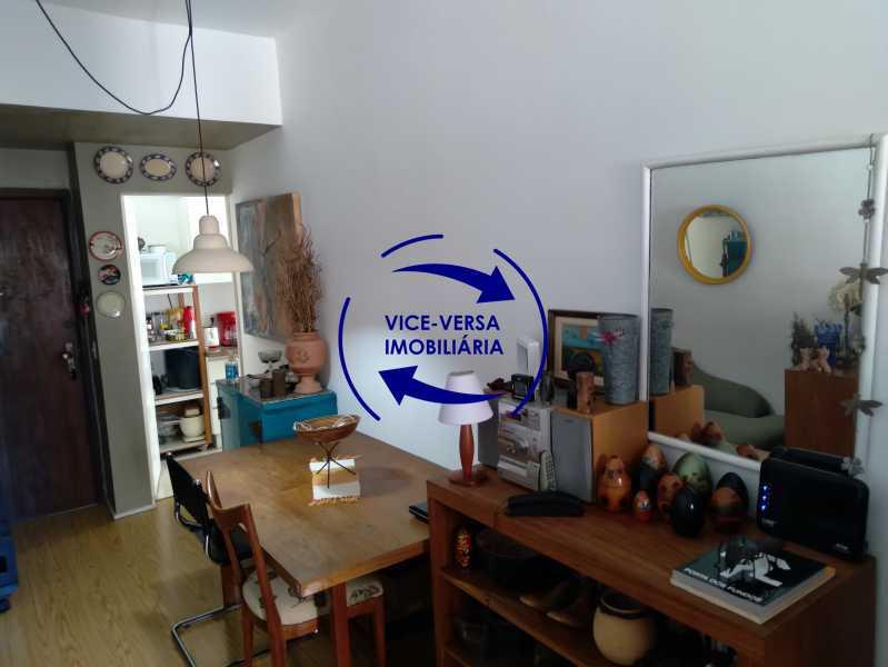 03-Sala - Excelente apartamento na Rua Ribeiro Guimarães -Tijuca, com 67m² em condomínio com ótima infraestrutura, situado a menos de 5 min andando do shopping Tijuca. Monitoramento por câmeras e portaria 24hs. - 1388 - 5