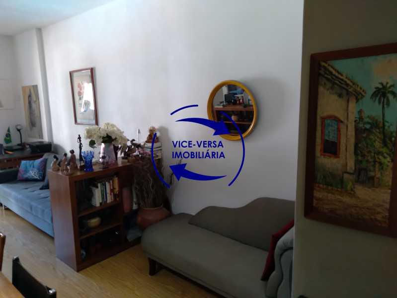 04-Sala - Excelente apartamento na Rua Ribeiro Guimarães -Tijuca, com 67m² em condomínio com ótima infraestrutura, situado a menos de 5 min andando do shopping Tijuca. Monitoramento por câmeras e portaria 24hs. - 1388 - 6