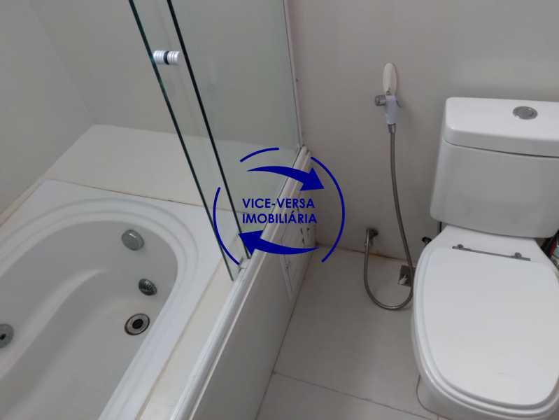 Banheiro - Ampla casa com piscina, frente de rua, com 413 m² construído, no Méier prox. a rua Hermengarda. - 1400 - 24