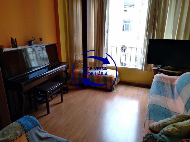 Sala de Estar - Belíssimo apartamento À venda na Rua Leopoldo Miguez - Copacabana - 110m², 3 amplos quartos repletos de armários, garagem, 350m da praia e 400m do metrô Cantagalo. - 1399 - 9