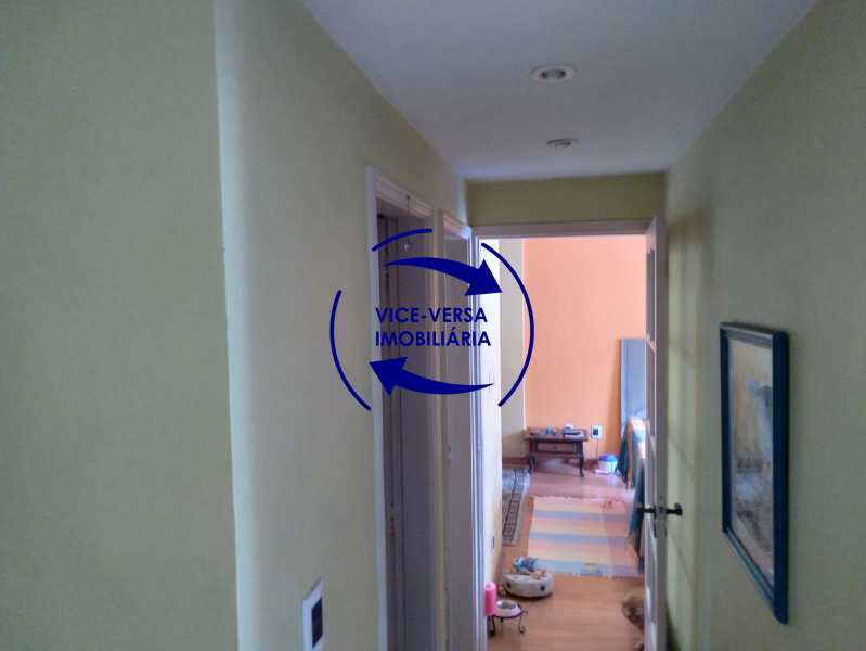 Circulação - Belíssimo apartamento À venda na Rua Leopoldo Miguez - Copacabana - 110m², 3 amplos quartos repletos de armários, garagem, 350m da praia e 400m do metrô Cantagalo. - 1399 - 10