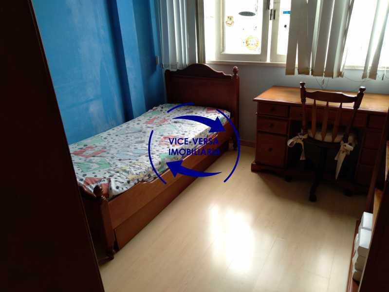 Quarto 1 - Belíssimo apartamento À venda na Rua Leopoldo Miguez - Copacabana - 110m², 3 amplos quartos repletos de armários, garagem, 350m da praia e 400m do metrô Cantagalo. - 1399 - 11