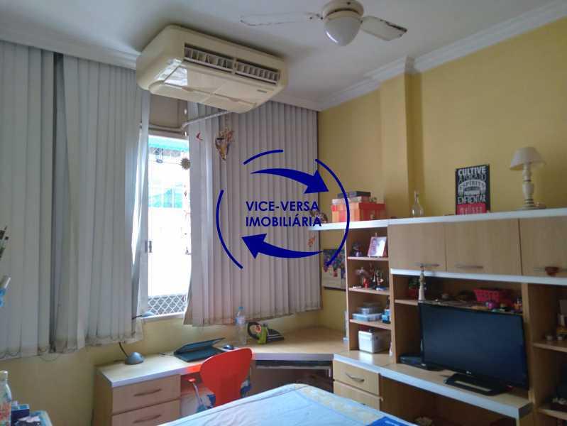 Quarto 2 - Belíssimo apartamento À venda na Rua Leopoldo Miguez - Copacabana - 110m², 3 amplos quartos repletos de armários, garagem, 350m da praia e 400m do metrô Cantagalo. - 1399 - 13
