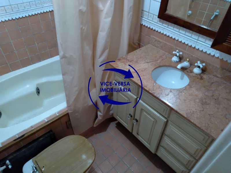 Banheiro 1 - Belíssimo apartamento À venda na Rua Leopoldo Miguez - Copacabana - 110m², 3 amplos quartos repletos de armários, garagem, 350m da praia e 400m do metrô Cantagalo. - 1399 - 19