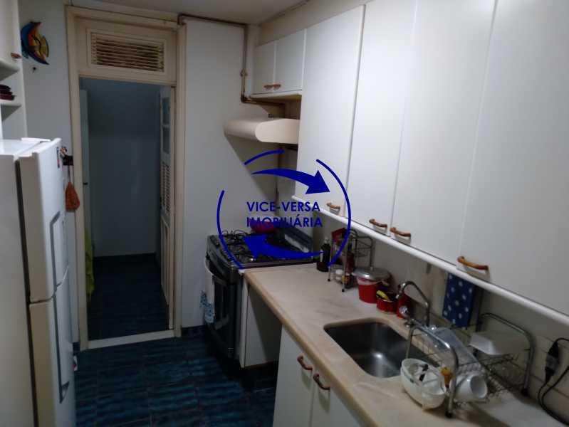 Cozinha - Belíssimo apartamento À venda na Rua Leopoldo Miguez - Copacabana - 110m², 3 amplos quartos repletos de armários, garagem, 350m da praia e 400m do metrô Cantagalo. - 1399 - 21