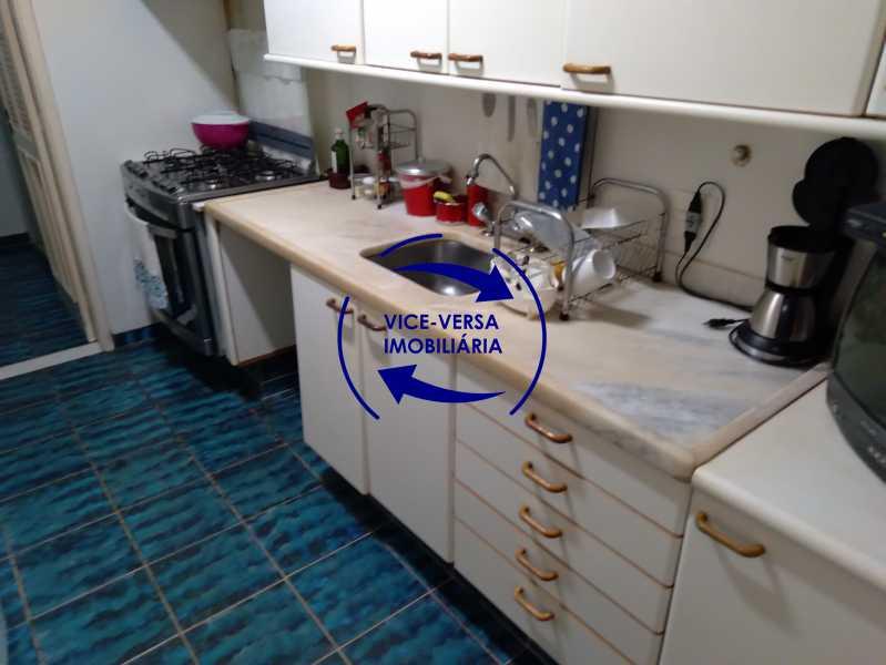 Cozinha - Belíssimo apartamento À venda na Rua Leopoldo Miguez - Copacabana - 110m², 3 amplos quartos repletos de armários, garagem, 350m da praia e 400m do metrô Cantagalo. - 1399 - 22