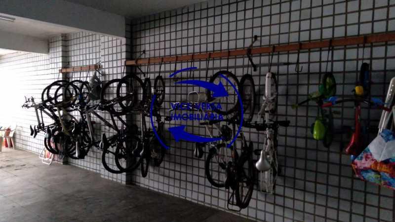 Bicicletário - Belíssimo apartamento À venda na Rua Leopoldo Miguez - Copacabana - 110m², 3 amplos quartos repletos de armários, garagem, 350m da praia e 400m do metrô Cantagalo. - 1399 - 25