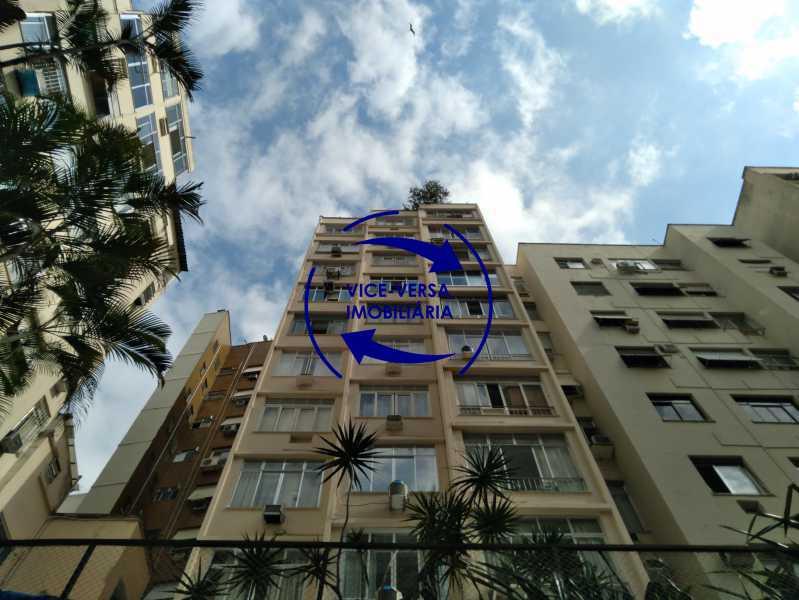 Vista dos fundos - Belíssimo apartamento À venda na Rua Leopoldo Miguez - Copacabana - 110m², 3 amplos quartos repletos de armários, garagem, 350m da praia e 400m do metrô Cantagalo. - 1399 - 26