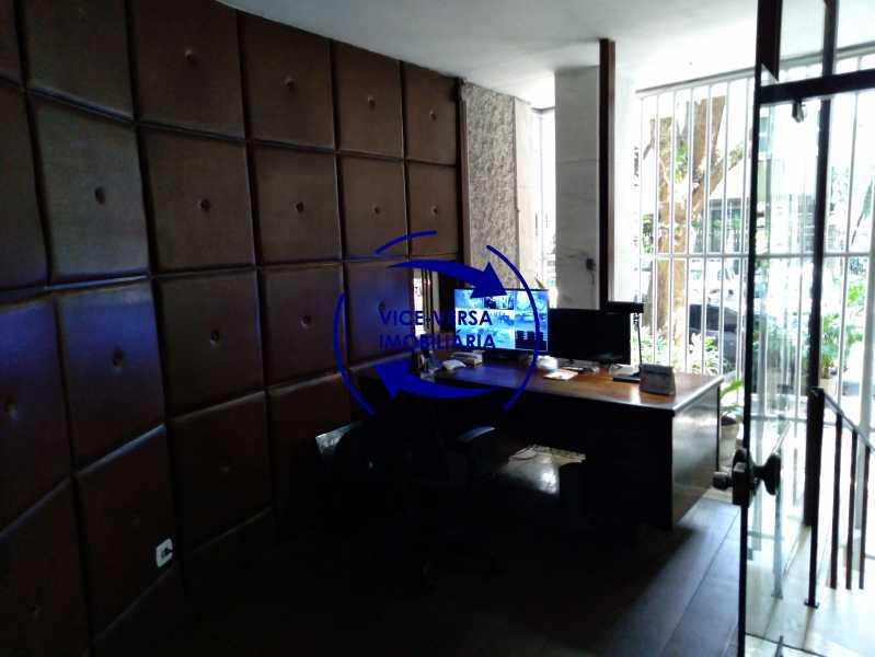 Portaria - Belíssimo apartamento À venda na Rua Leopoldo Miguez - Copacabana - 110m², 3 amplos quartos repletos de armários, garagem, 350m da praia e 400m do metrô Cantagalo. - 1399 - 27