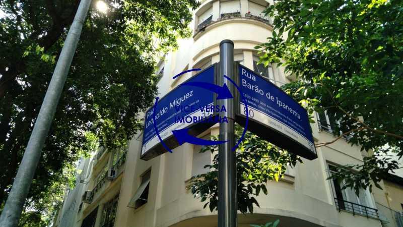 placas - Belíssimo apartamento À venda na Rua Leopoldo Miguez - Copacabana - 110m², 3 amplos quartos repletos de armários, garagem, 350m da praia e 400m do metrô Cantagalo. - 1399 - 28