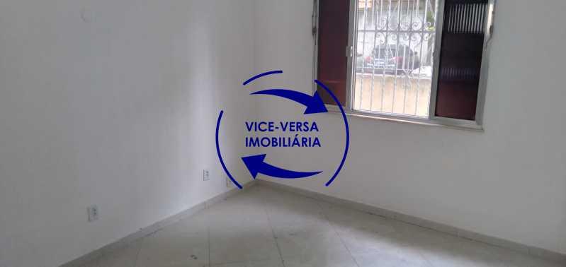 Sala - Ótimo apartamento com 73 m² em Inhaúma, amplo, vazio, em bom estado, sala, 2 quartos, banheiro, copa-cozinha, área de serviço e amplo quintal. - 1404 - 3