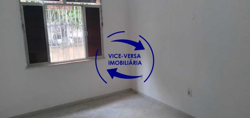 Sala - Ótimo apartamento com 73 m² em Inhaúma, amplo, vazio, em bom estado, sala, 2 quartos, banheiro, copa-cozinha, área de serviço e amplo quintal. - 1404 - 4
