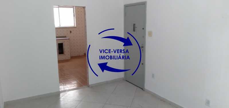 Sala - Ótimo apartamento com 73 m² em Inhaúma, amplo, vazio, em bom estado, sala, 2 quartos, banheiro, copa-cozinha, área de serviço e amplo quintal. - 1404 - 5