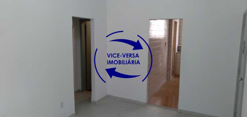 Sala - Ótimo apartamento com 73 m² em Inhaúma, amplo, vazio, em bom estado, sala, 2 quartos, banheiro, copa-cozinha, área de serviço e amplo quintal. - 1404 - 6