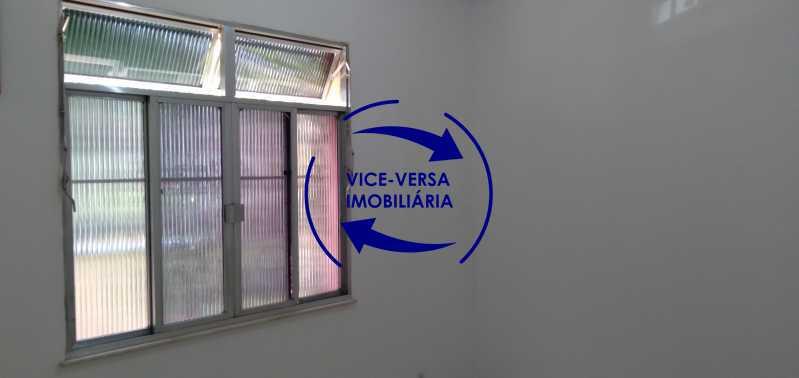 Quarto 1 - Ótimo apartamento com 73 m² em Inhaúma, amplo, vazio, em bom estado, sala, 2 quartos, banheiro, copa-cozinha, área de serviço e amplo quintal. - 1404 - 8