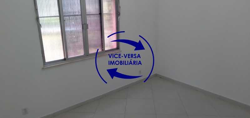 Quarto 1 - Ótimo apartamento com 73 m² em Inhaúma, amplo, vazio, em bom estado, sala, 2 quartos, banheiro, copa-cozinha, área de serviço e amplo quintal. - 1404 - 9