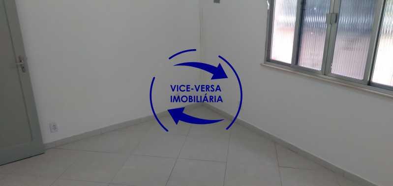 Quarto 1 - Ótimo apartamento com 73 m² em Inhaúma, amplo, vazio, em bom estado, sala, 2 quartos, banheiro, copa-cozinha, área de serviço e amplo quintal. - 1404 - 10