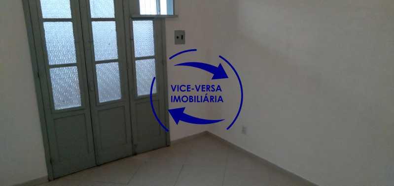 Quarto 2 - Ótimo apartamento com 73 m² em Inhaúma, amplo, vazio, em bom estado, sala, 2 quartos, banheiro, copa-cozinha, área de serviço e amplo quintal. - 1404 - 14
