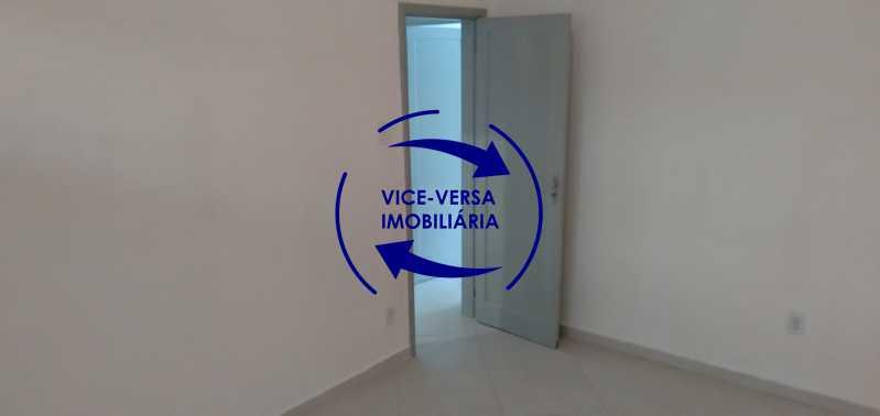 Quarto 2 - Ótimo apartamento com 73 m² em Inhaúma, amplo, vazio, em bom estado, sala, 2 quartos, banheiro, copa-cozinha, área de serviço e amplo quintal. - 1404 - 12
