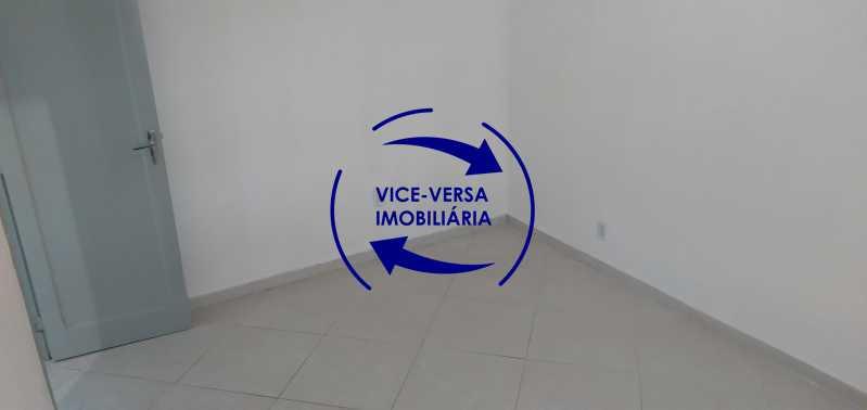 Quarto 2 - Ótimo apartamento com 73 m² em Inhaúma, amplo, vazio, em bom estado, sala, 2 quartos, banheiro, copa-cozinha, área de serviço e amplo quintal. - 1404 - 13