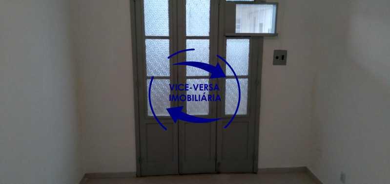 Quarto 2 - Ótimo apartamento com 73 m² em Inhaúma, amplo, vazio, em bom estado, sala, 2 quartos, banheiro, copa-cozinha, área de serviço e amplo quintal. - 1404 - 15