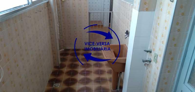 Área de serviço - Ótimo apartamento com 73 m² em Inhaúma, amplo, vazio, em bom estado, sala, 2 quartos, banheiro, copa-cozinha, área de serviço e amplo quintal. - 1404 - 18