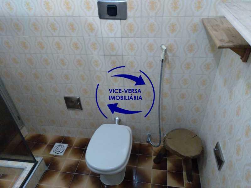 Banheiro - Ótimo apartamento com 73 m² em Inhaúma, amplo, vazio, em bom estado, sala, 2 quartos, banheiro, copa-cozinha, área de serviço e amplo quintal. - 1404 - 24