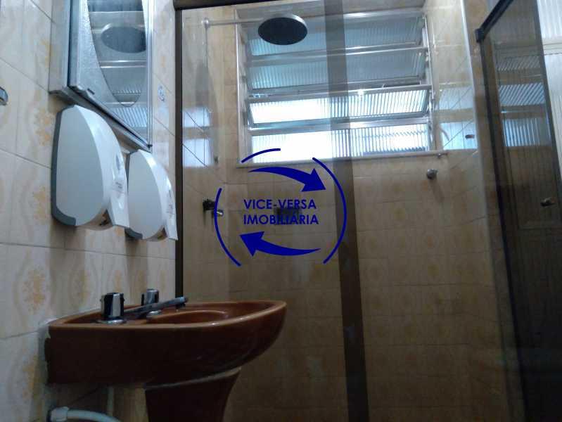 Banheiro - Ótimo apartamento com 73 m² em Inhaúma, amplo, vazio, em bom estado, sala, 2 quartos, banheiro, copa-cozinha, área de serviço e amplo quintal. - 1404 - 25