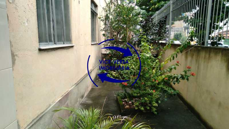 Jardim - Ótimo apartamento com 73 m² em Inhaúma, amplo, vazio, em bom estado, sala, 2 quartos, banheiro, copa-cozinha, área de serviço e amplo quintal. - 1404 - 29