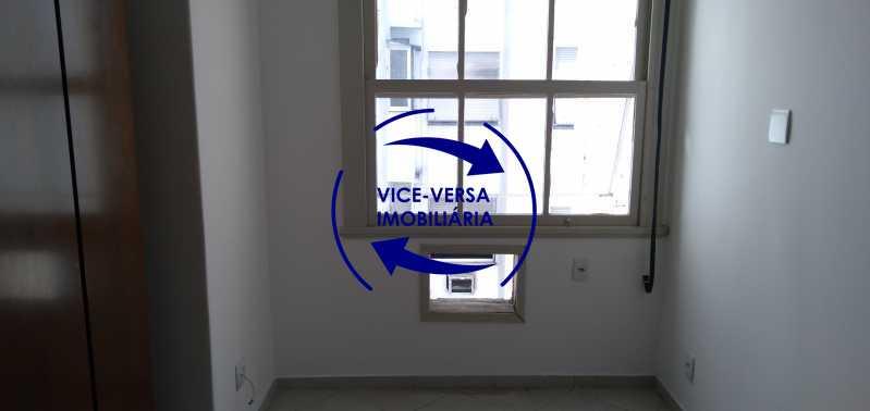 Quarto 2 - Excelente apartamento na Rua Maestro Vila Lobos, com 93m² (sala, 3quartos, dependências, garagem), super bem localizado, pertinho da praça Afonso Pena. - 1413 - 10