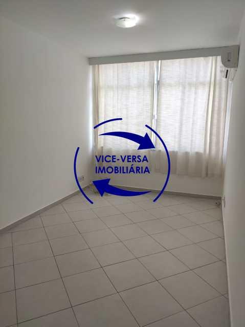 Sala - Excelente apartamento na Rua Maestro Vila Lobos, com 93m² (sala, 3quartos, dependências, garagem), super bem localizado, pertinho da praça Afonso Pena. - 1413 - 1