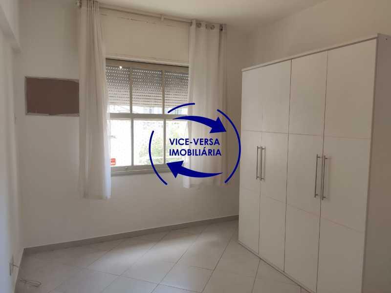 Quarto 3 - Excelente apartamento na Rua Maestro Vila Lobos, com 93m² (sala, 3quartos, dependências, garagem), super bem localizado, pertinho da praça Afonso Pena. - 1413 - 17