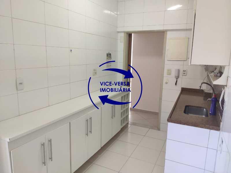Cozinha - Excelente apartamento na Rua Maestro Vila Lobos, com 93m² (sala, 3quartos, dependências, garagem), super bem localizado, pertinho da praça Afonso Pena. - 1413 - 24