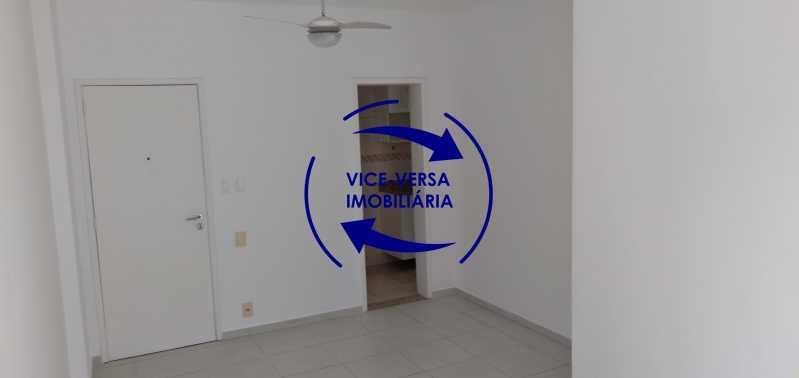 Sala - Excelente apto. vazio, com 67m². Sala, varanda, 2 quartos, 1 closet, banheiro, copa-cozinha, área de serviço, vaga de garagem, portaria 24hrs e infraestrutura completa. - 1417 - 3