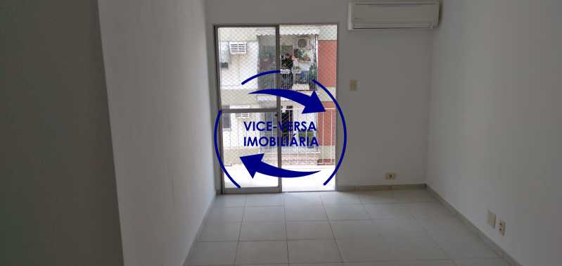 Sala - Excelente apto. vazio, com 67m². Sala, varanda, 2 quartos, 1 closet, banheiro, copa-cozinha, área de serviço, vaga de garagem, portaria 24hrs e infraestrutura completa. - 1417 - 4