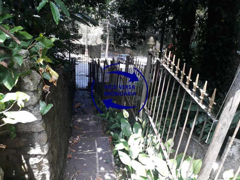 Segunda entrada  - Gávea, parte nobre, Rua João Borges, casa com 308m² em condomínio fechado, em meio ao verde. - 1377-A - 31