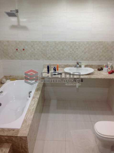 Banheiro Suíte com Hidro - Casa duplex próximo a reserva ambiental do Grajaú. - LACA50018 - 11