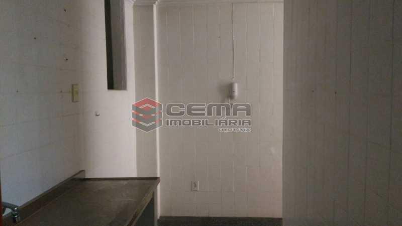 cozinha - Apartamento andar alto com vista livre e Cristo em Botafogo - LAAP11242 - 26