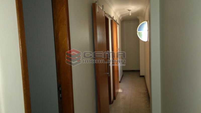 circulação - Apartamento andar alto com vista livre e Cristo em Botafogo - LAAP11242 - 8