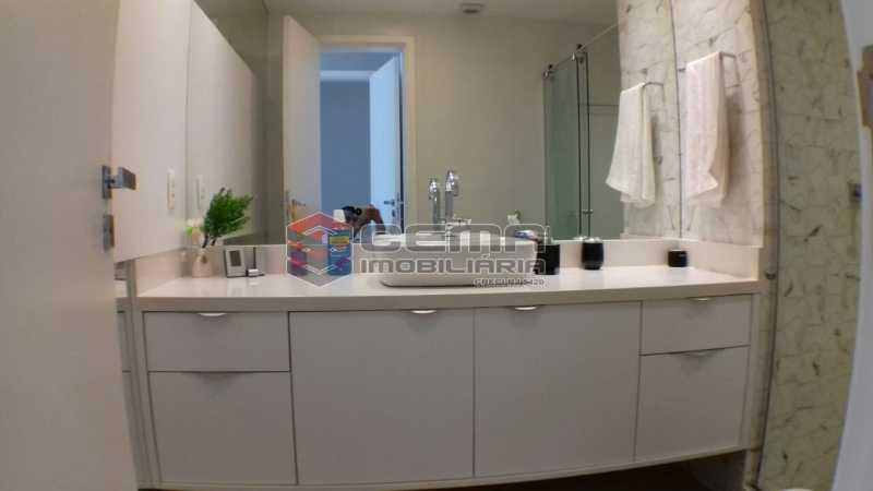 banheiro suite 4 - Apartamento À VENDA, Botafogo, Rio de Janeiro, RJ - LAAP22338 - 16