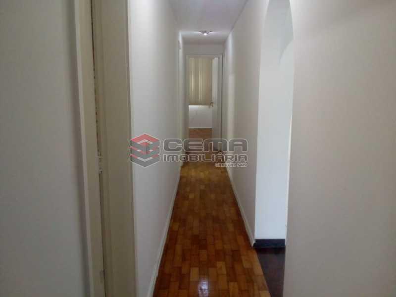 Circulação - Excelente Apartamento 3 quartos com vaga no Catete - LAAP32461 - 12
