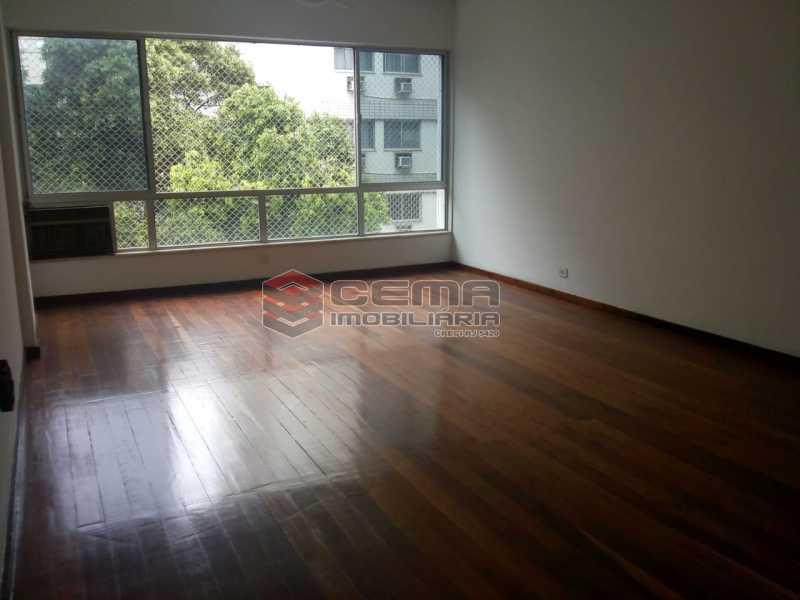 Salão Amplo - Excelente Apartamento 3 quartos com vaga no Catete - LAAP32461 - 1