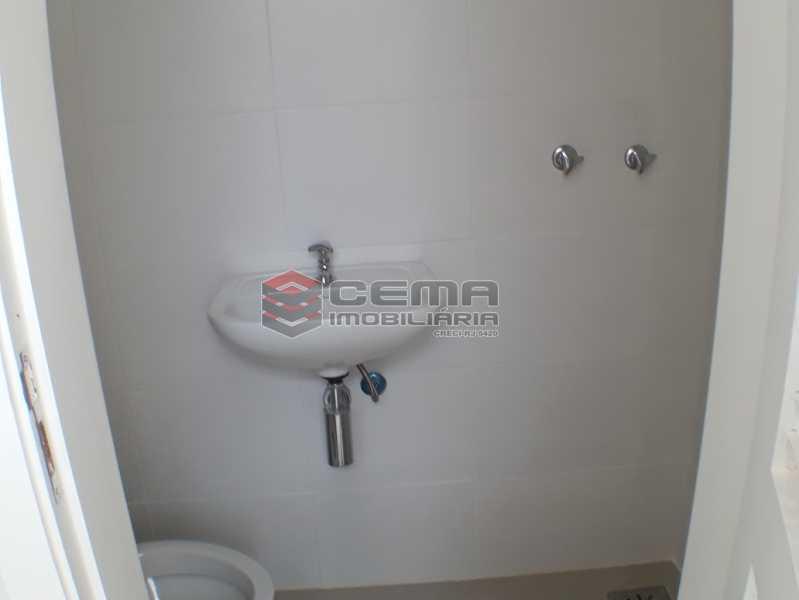 Banheiro serviço - Apartamento 2 quartos para alugar Catete, Zona Sul RJ - R$ 2.500 - LAAP23119 - 16